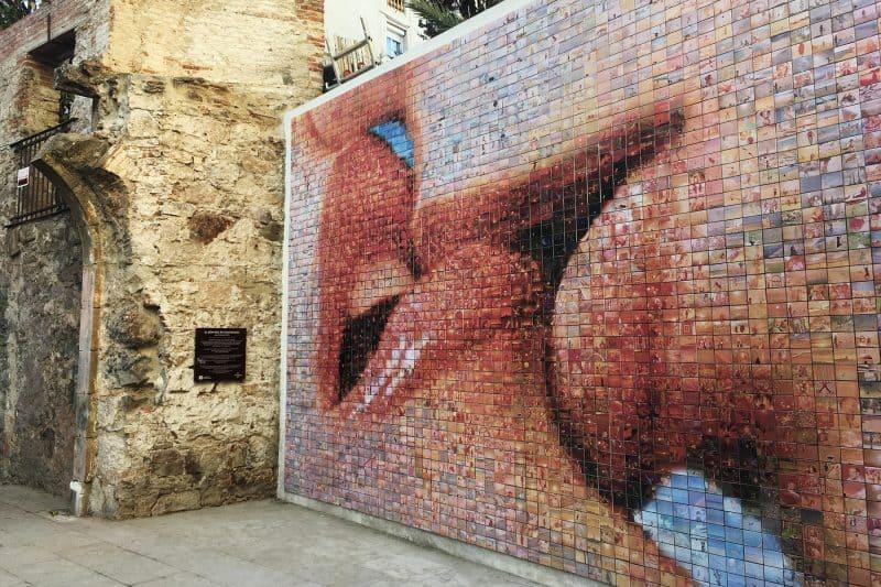el beso street mural