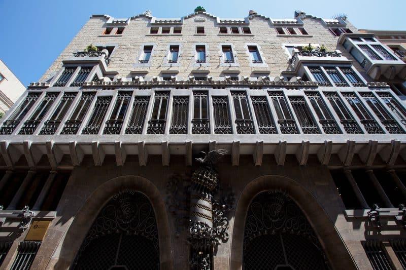 facade of the palau güell