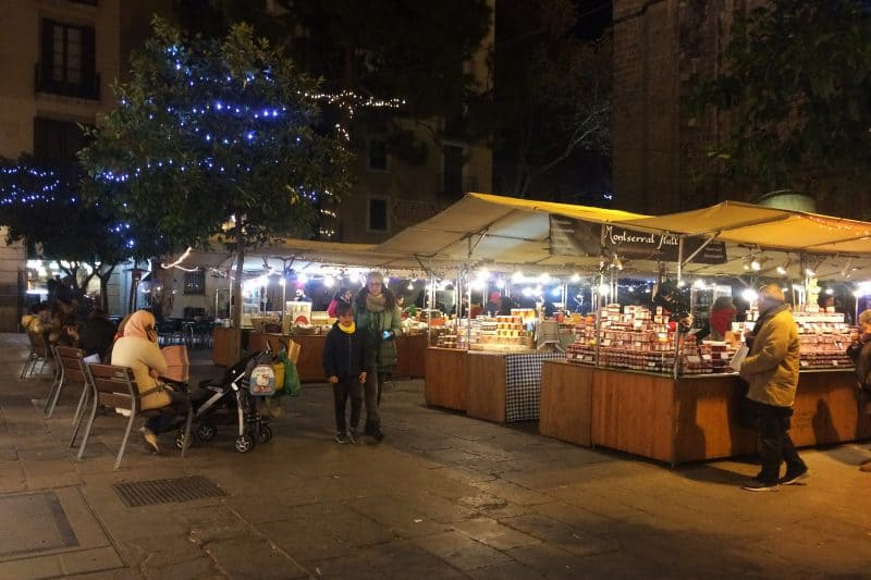 plaza del pi at night with market stalls