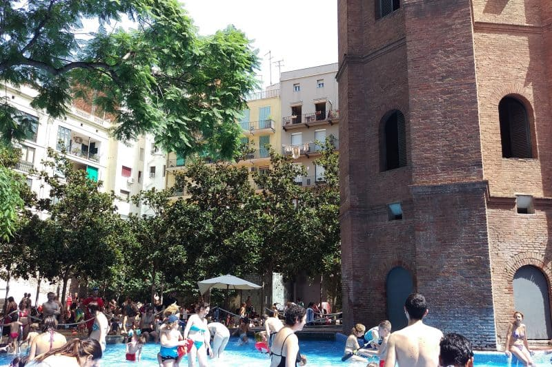 people bathing at la torre de les aigues